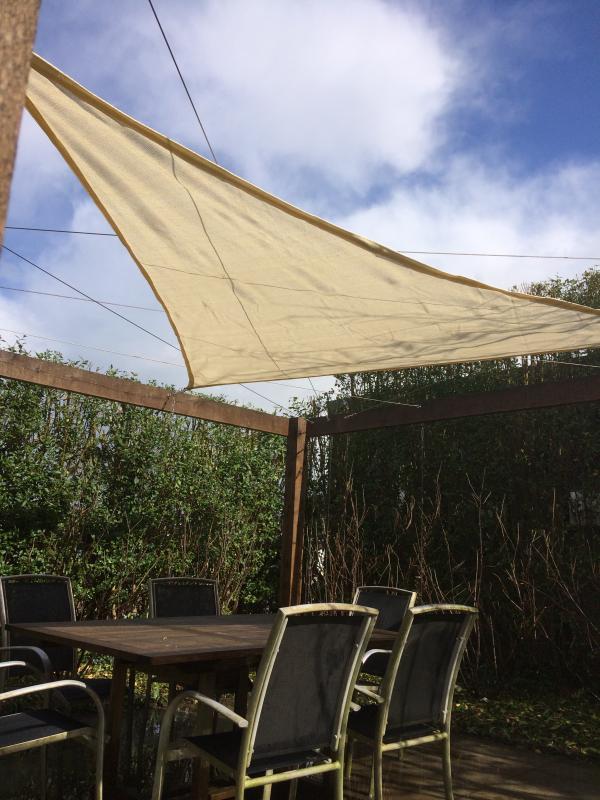 Schaduwdoek in eikenhouten pergola